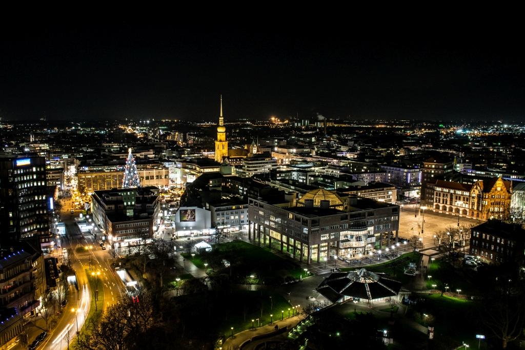 Dortmund Stadtbild bei Nacht mit Weihnachtsmarkt