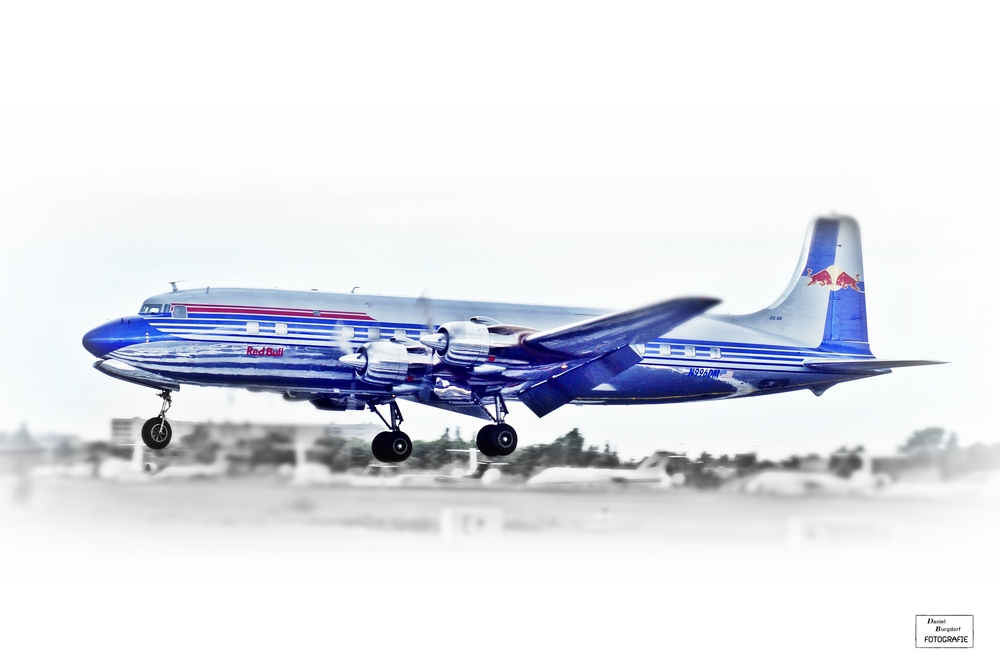 Douglas DC- 6 Red Bull