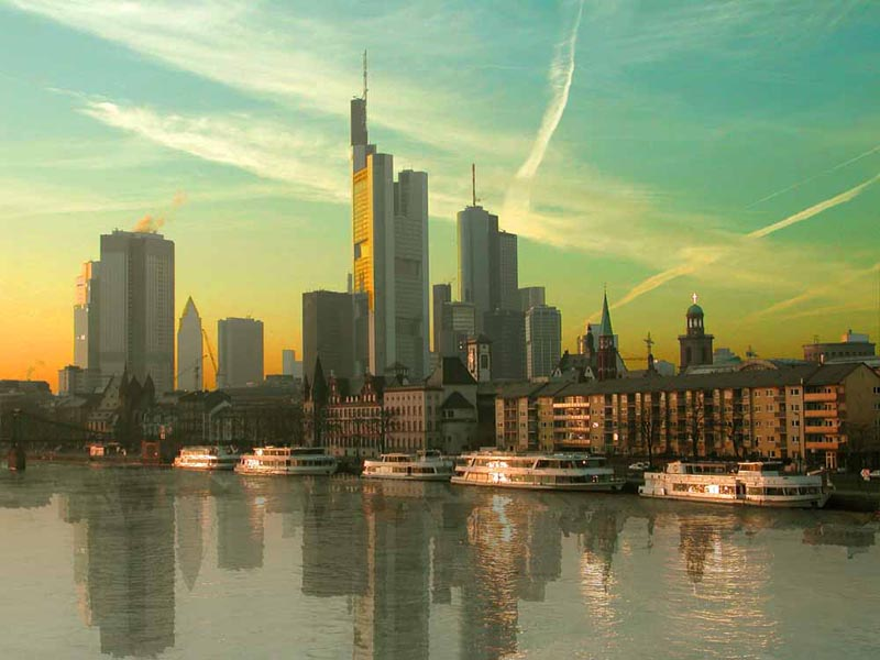 Downtown Frankfurt kurz vor Sonnenuntergang