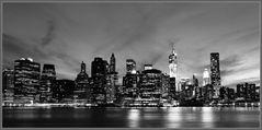 Downtown Manhattan von Brooklyn aus (bw)