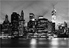 Downtown Manhattan von Brooklyn aus gesehen(bw)