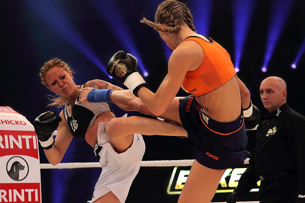 Dr. Christine Theiss verteidigt Kickbox-WM-Titel
