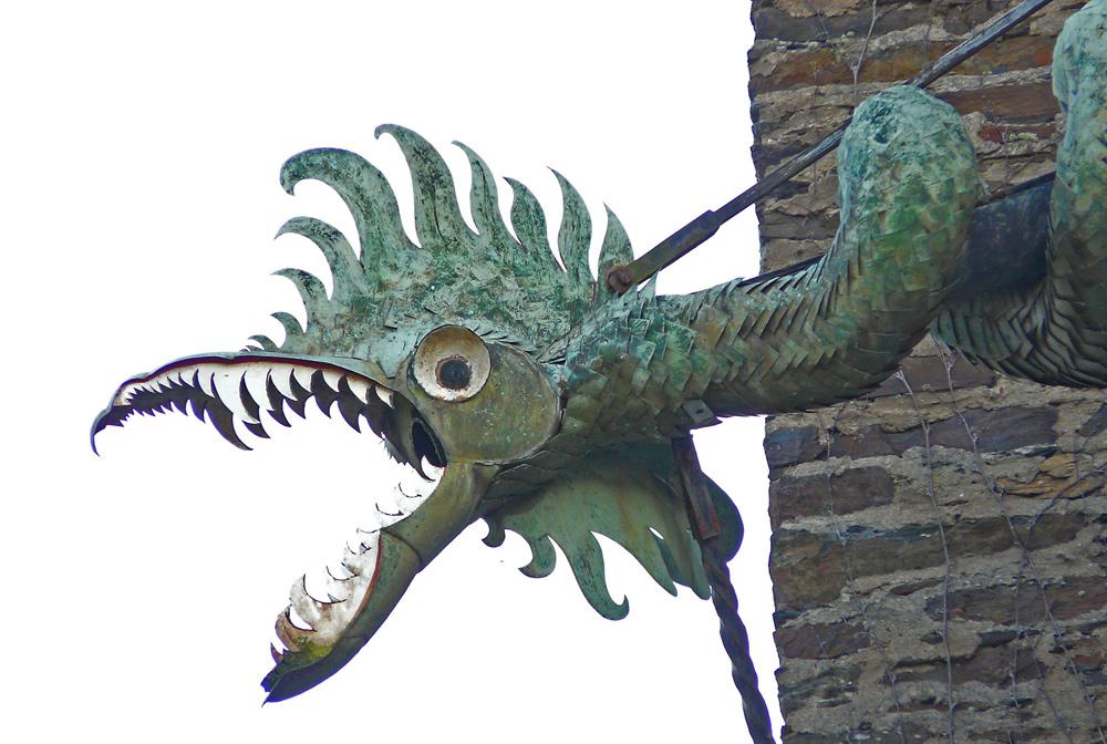 Drachen an Burg Eltz