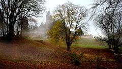 Drachenburg als Kulisse für den Herbst