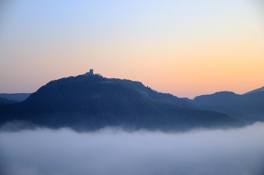 Drachenfels im Morgenlicht