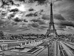 Dramatic Tour de Eiffel