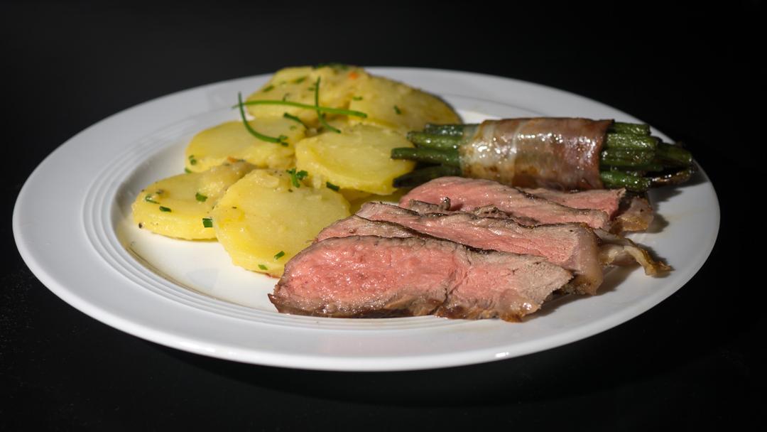 dray age steak mit kartoffelslalat und gr ne bohnen in speckmantel4 foto bild food. Black Bedroom Furniture Sets. Home Design Ideas