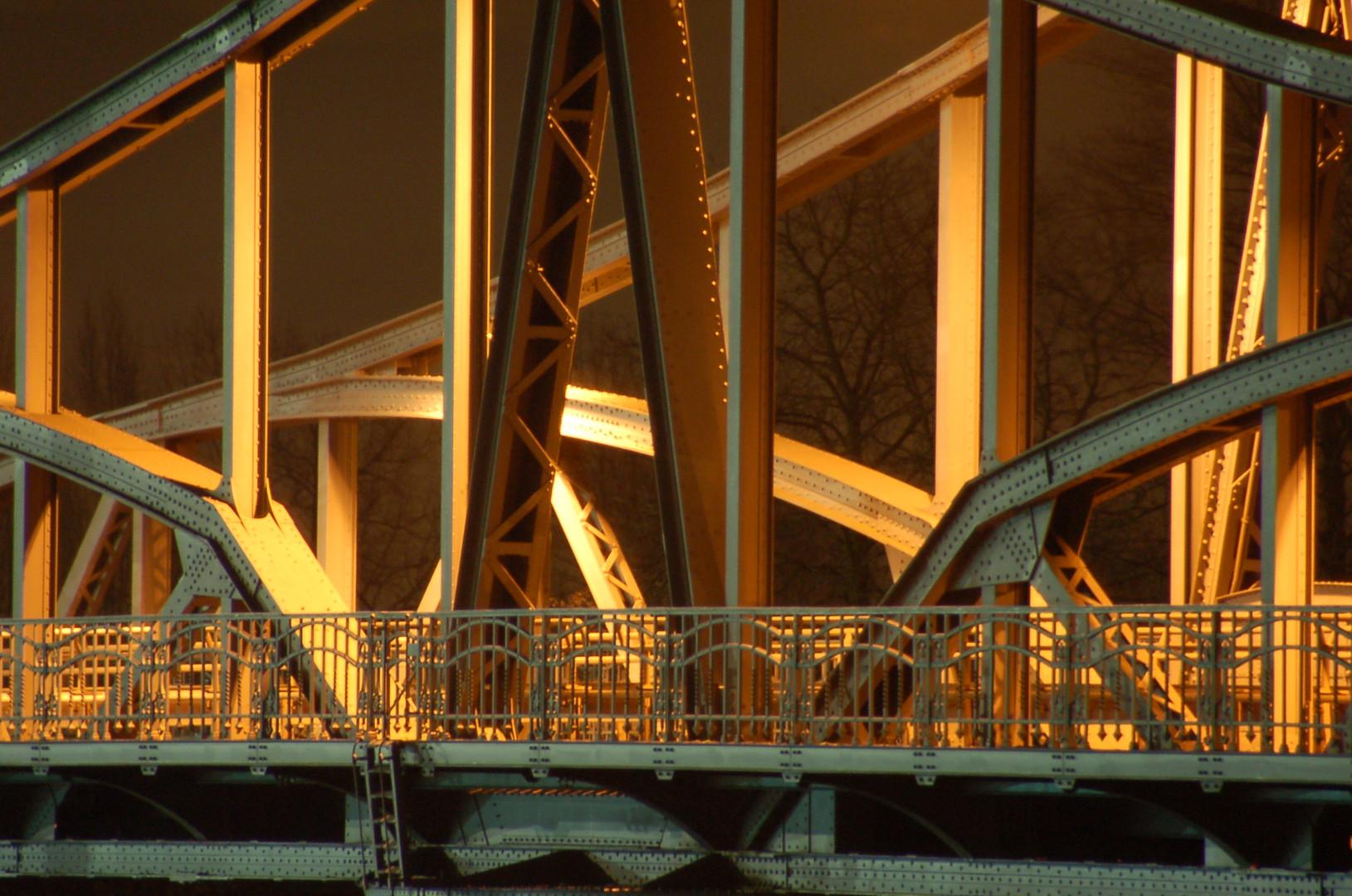 Drehbrücke aus nächster Nähe