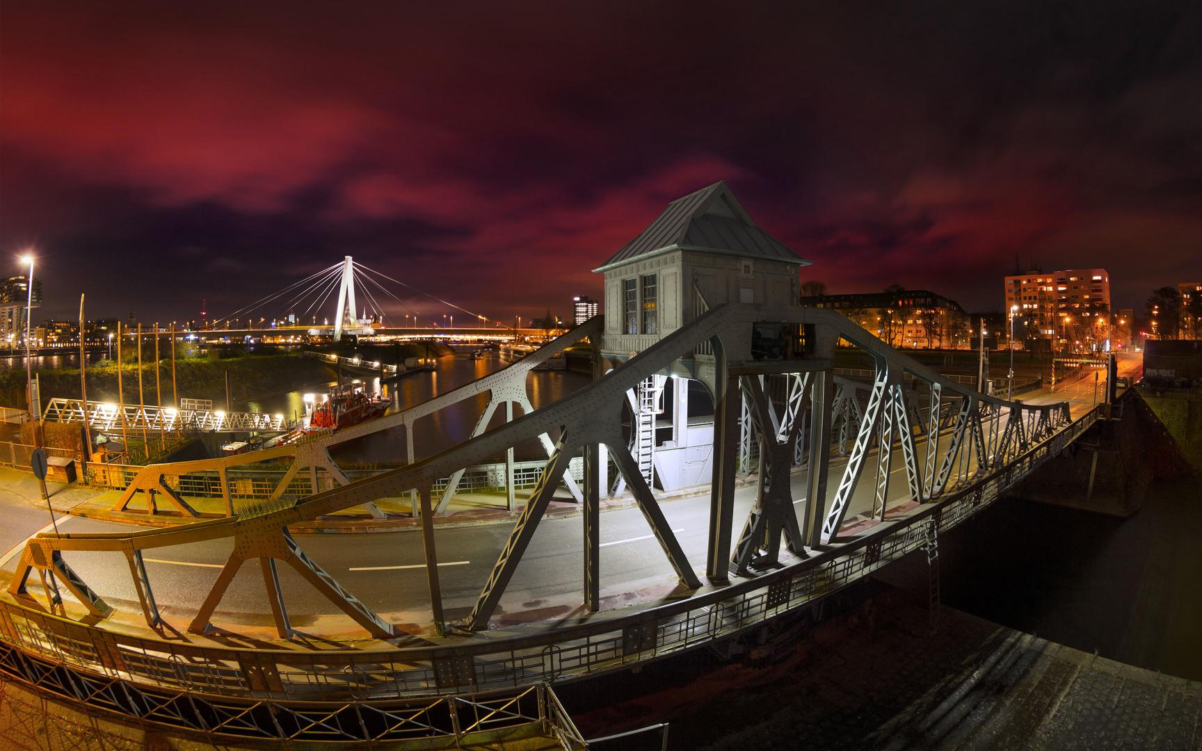 Drehbrücke Deutzer Hafen in Köln