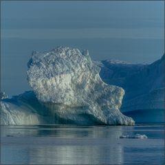 drehende driftende eisberge