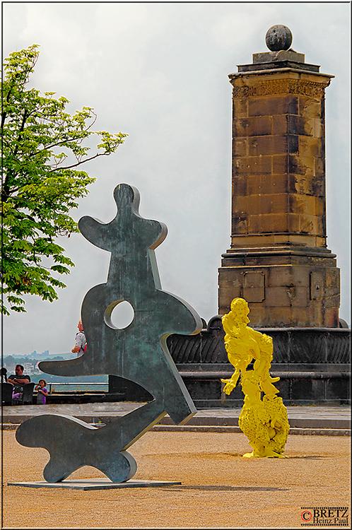 Drei Denkmale