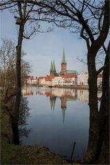 Drei der sieben grünen Kirchtürme von Lübeck,...