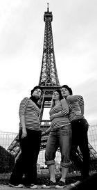 drei franzosen vor dem eifelturm