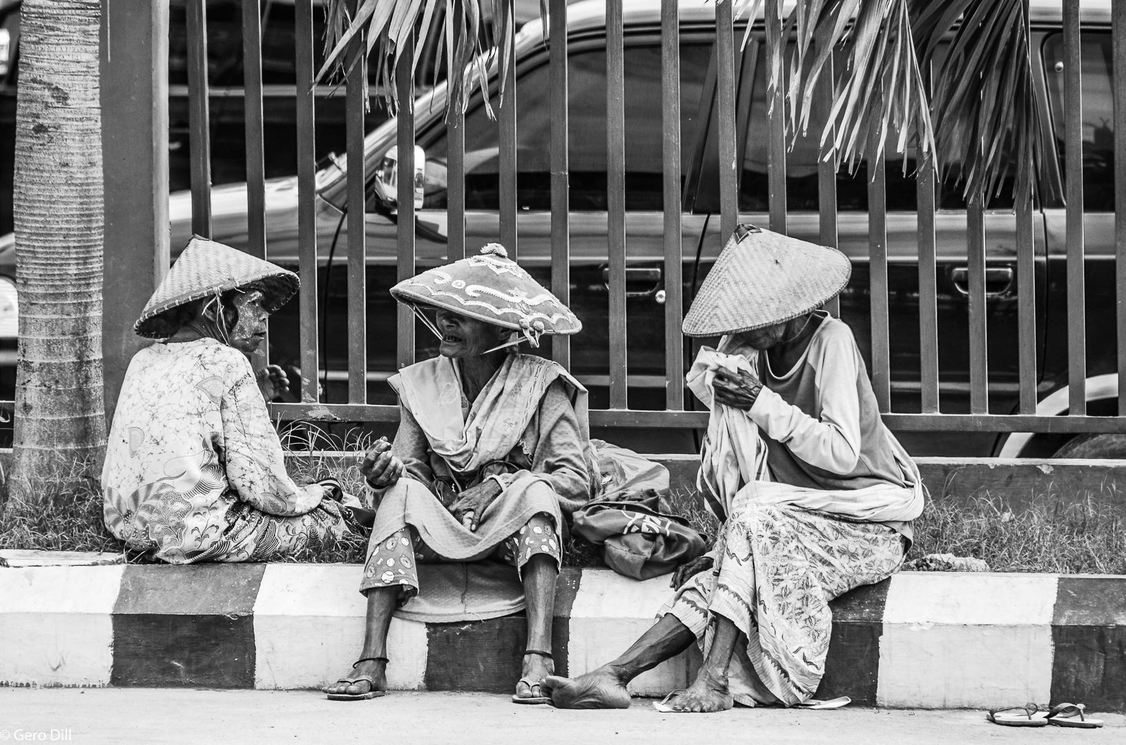 Drei Frauen am Rand