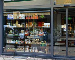 Drei Geschäfte in einem Bild