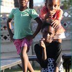 drei junge Tänzerinnen ... in NAMIBIA
