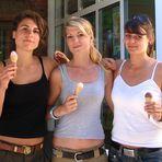 Drei Mädels vom Fohmarkt