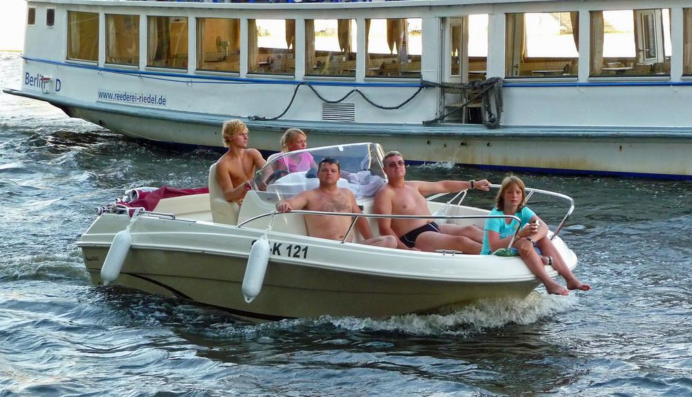 Arschficken Mit Zwei Mädchen Auf Einem Boot