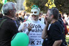 DREI mit VOLK WÄHLT Stuttgart Park 9.10 Demo