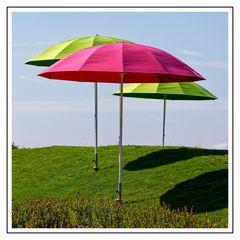 Drei Schirme
