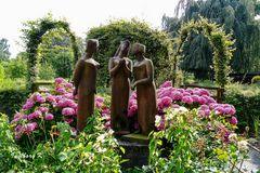 Drei weise Frauen vor demBauerngarten - Gruga Essen