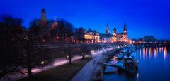 Dresden... #06 - Blaue Stunde über den Elbterrassen