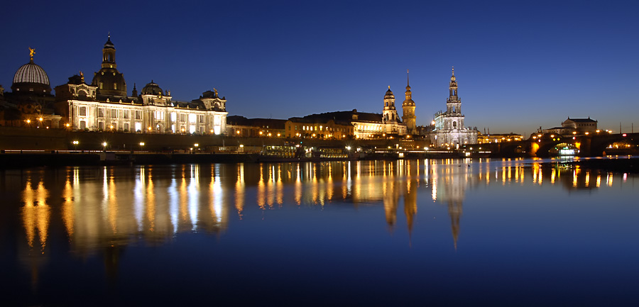 Dresden: Altstadtpanorama zur blauen Stunde