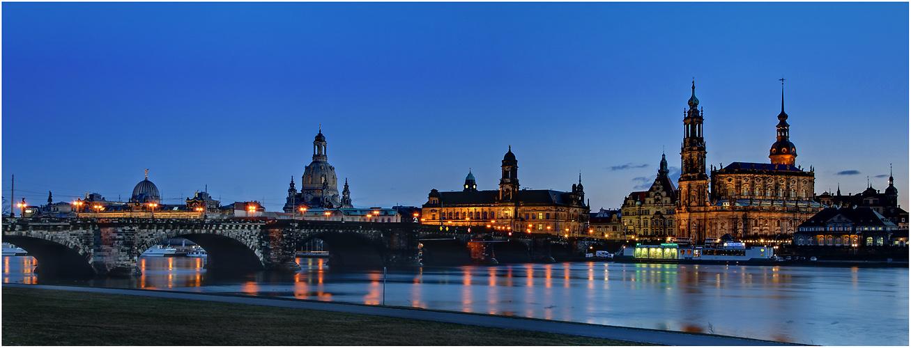 Dresden Altstädter Elbufer - Canalettoblick ...