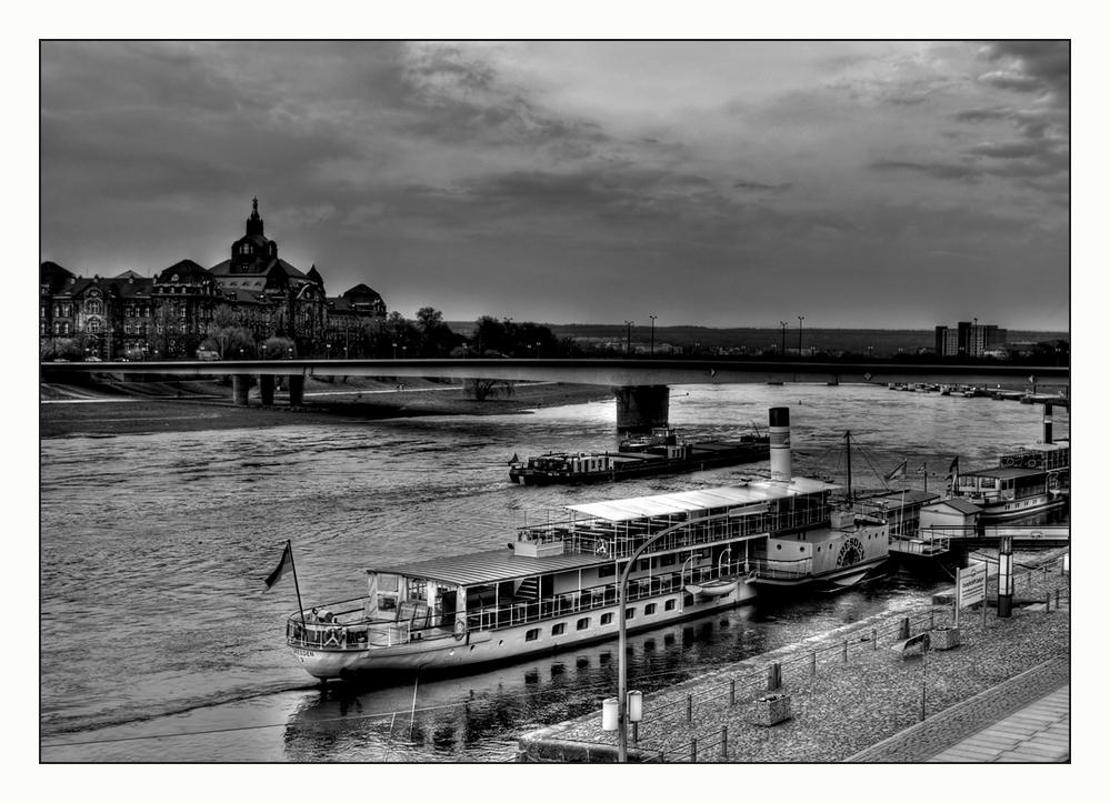 ^Dresden- Elbe aufwärts^