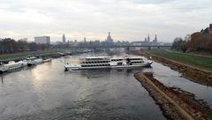 Dresden Schiff Niedrigwasser J5-nov18
