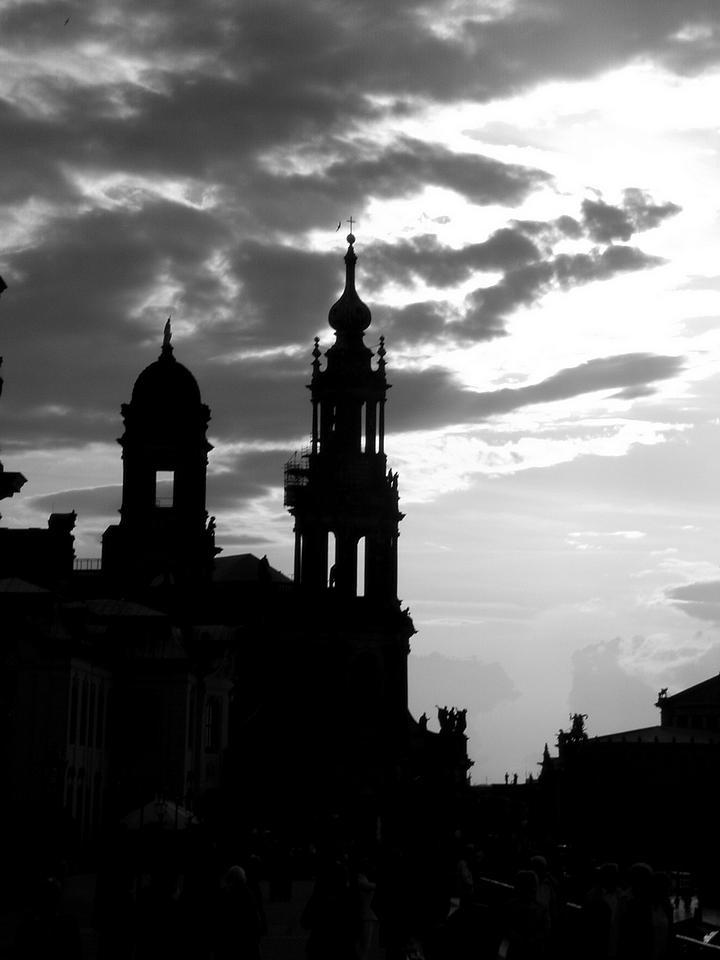 Dresden Terassenufer mit blick zur Hofkirche