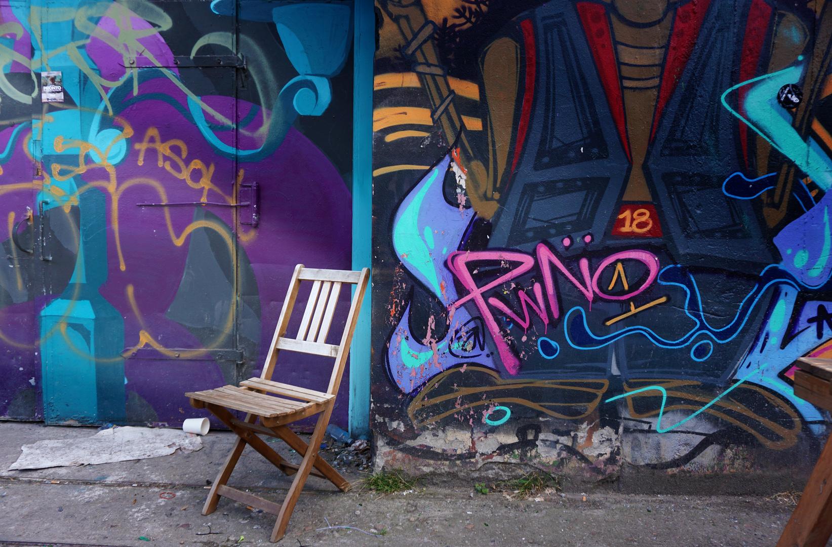 DSC03375 Street Art ´Lonely Chair´