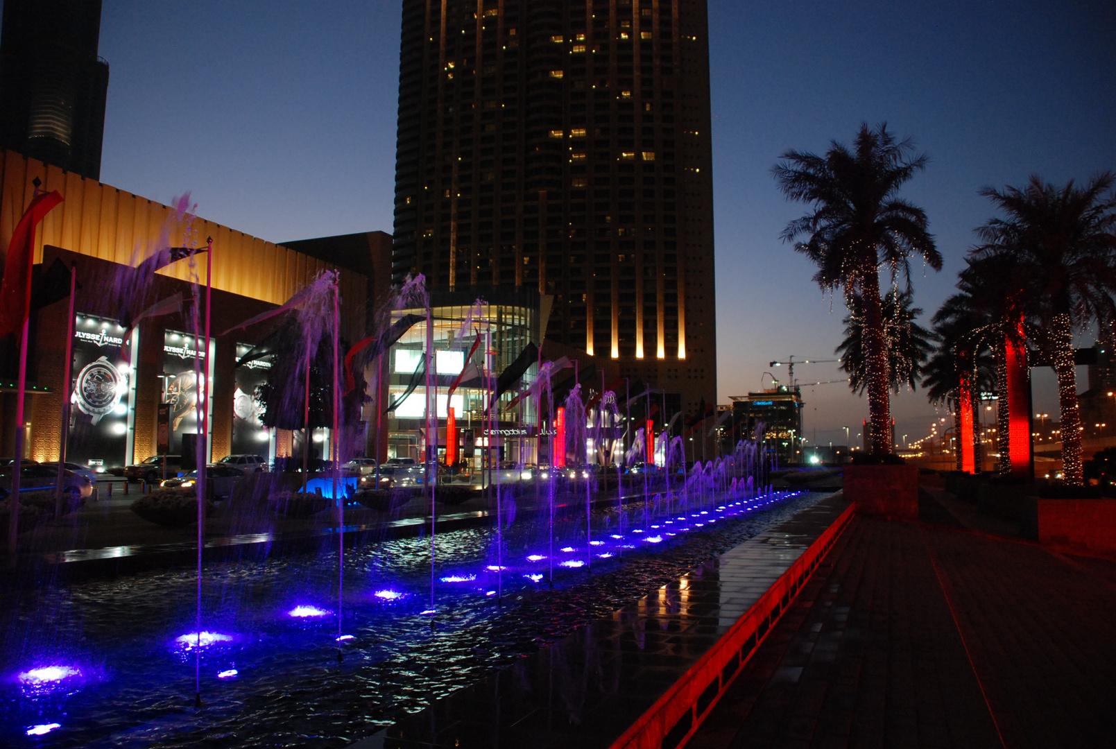 Dubai City in der Dämmerung