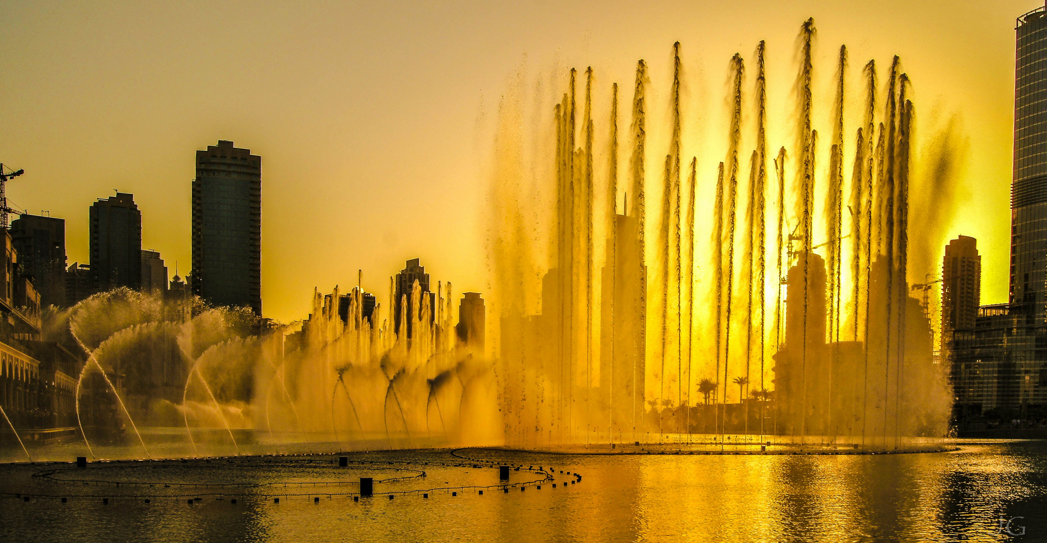Dubai Fontains im Sonnenuntergang