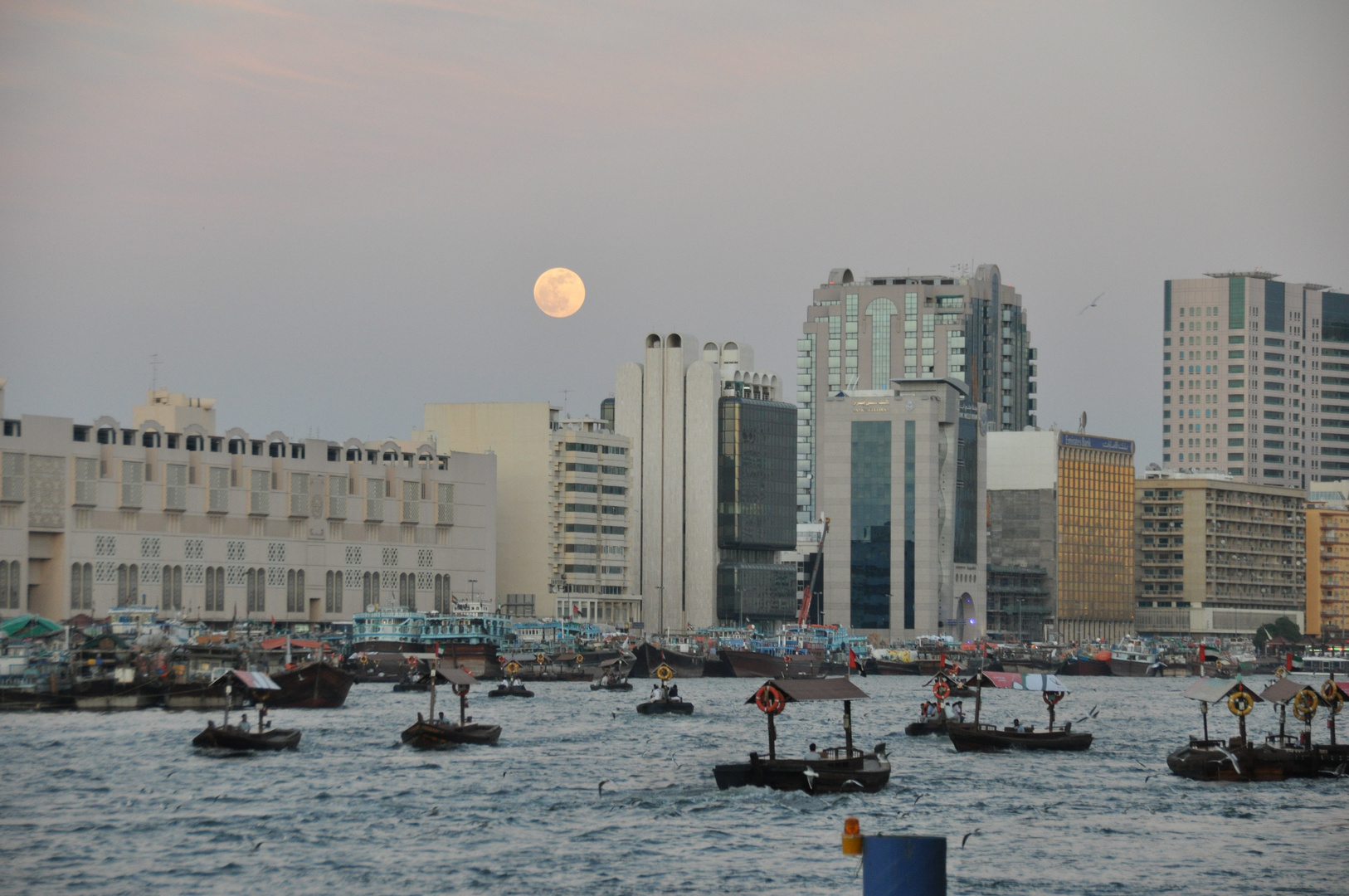 Dubai - Full moon