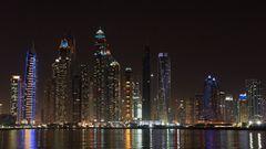 Dubai Skyline in der Nacht