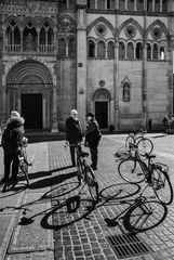 Due chiacchiere in bici nelle piazza