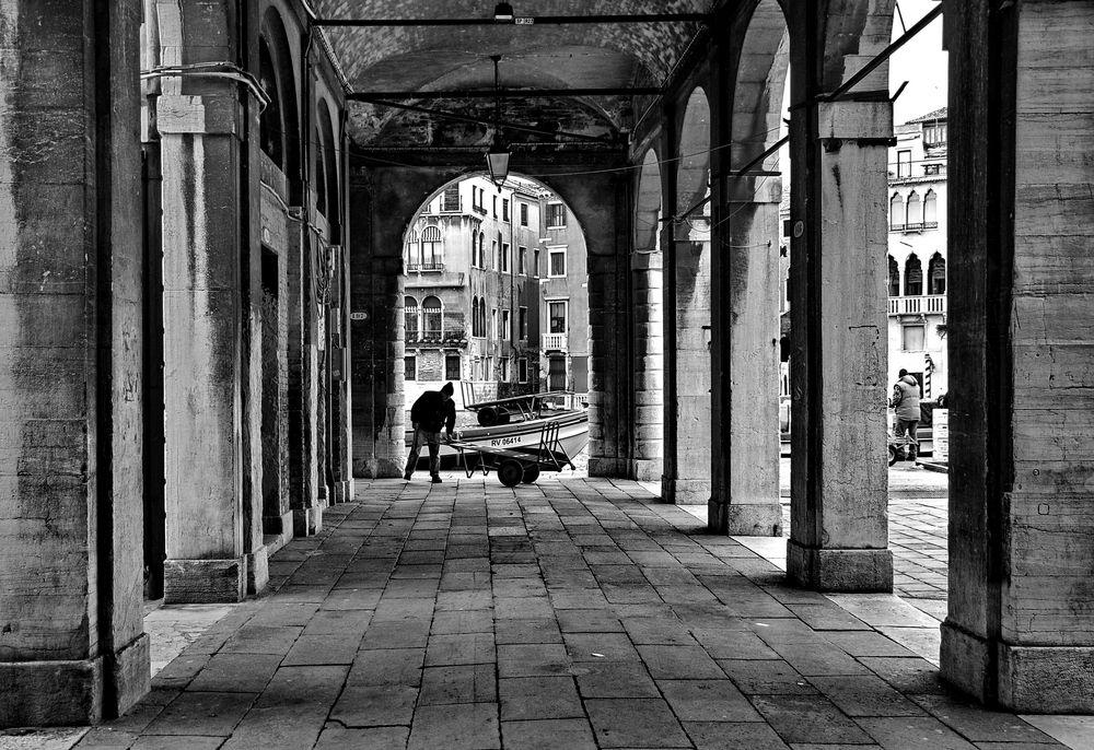 due lavoratori a venezia