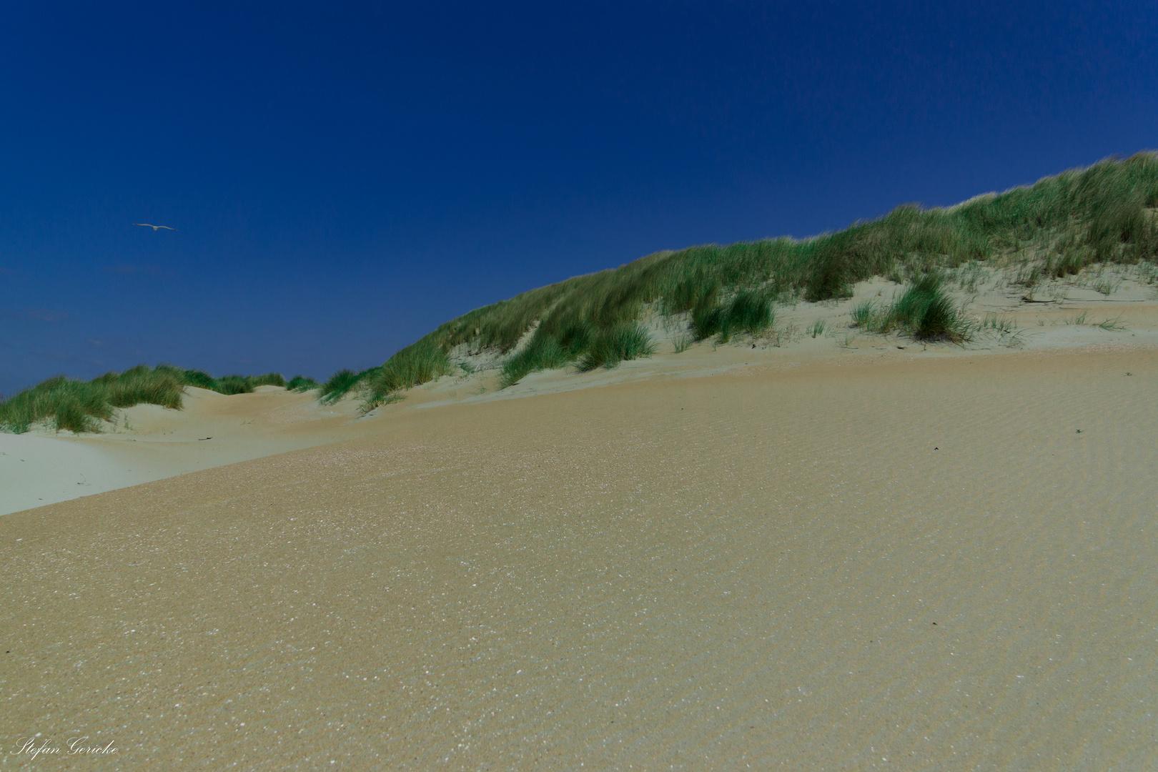 Dünen und blauer Himmel