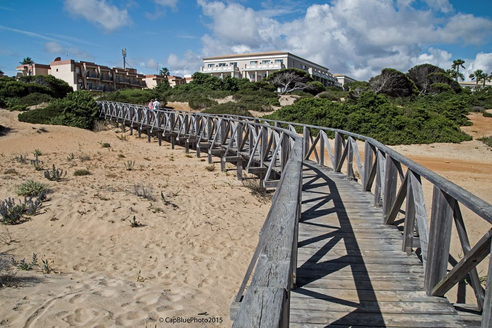 Dünenbrücke zu den Hotels in Novo Sancti Petri