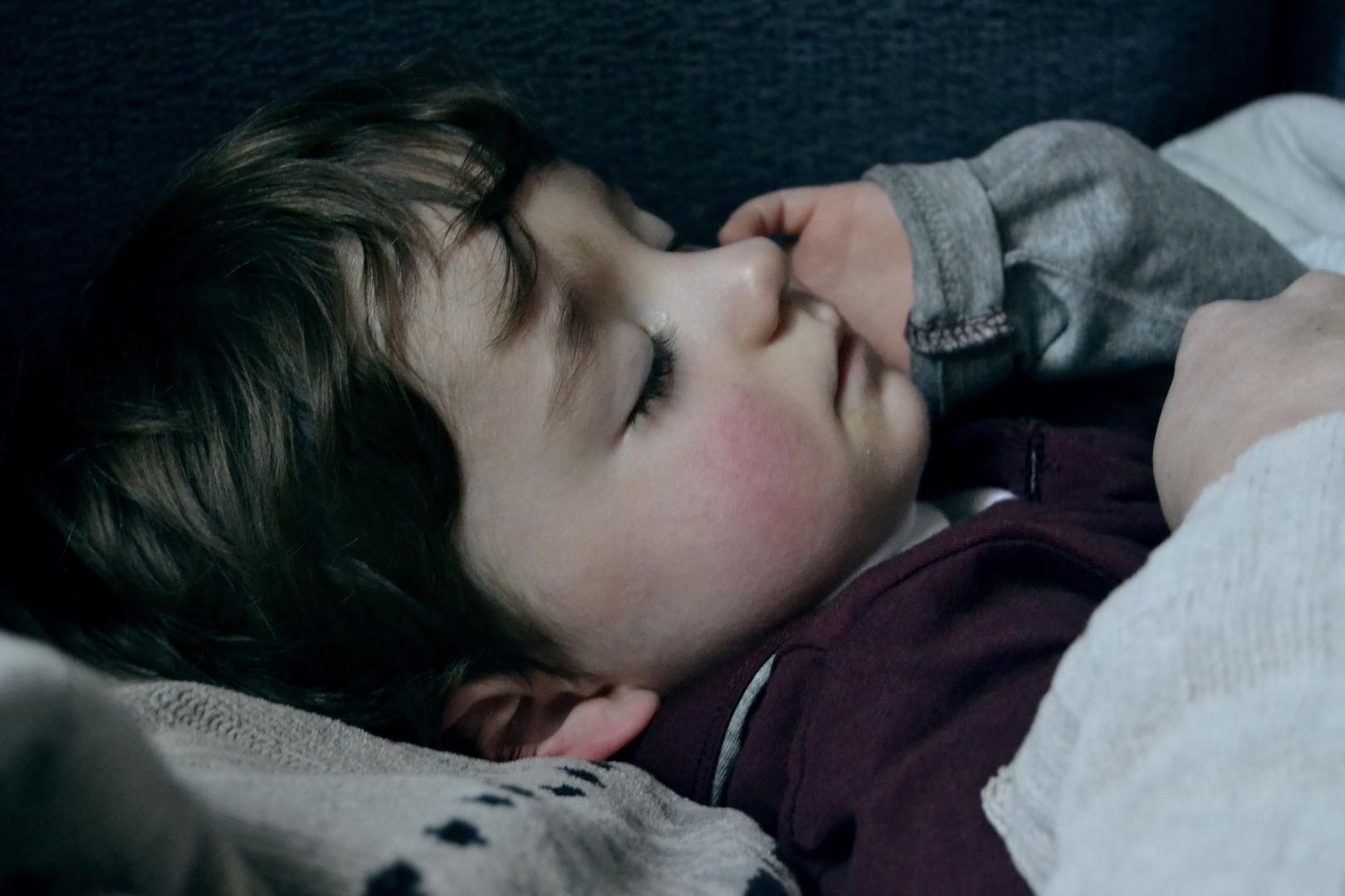 Duerme, duerme y sueña con ser de tu mejor tesoro el guardián.