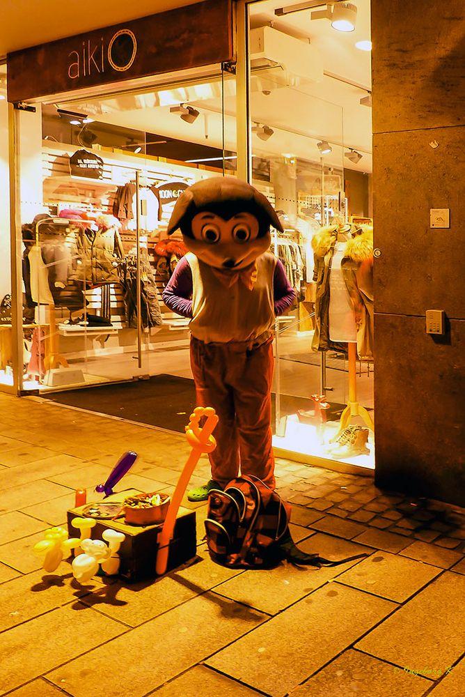 Düsseldorf - Altstadt - Weihnachts-Dekoration vor einem Geschäft