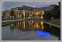 Düsseldorf - Am Kö-Bogen - Königsallee - mit Steigenberger Hotel und Kaufhof