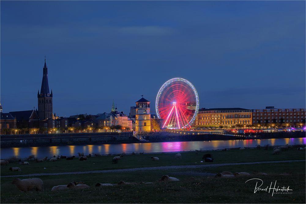 Düsseldorf am Rhein ..... AlarmstufeRot