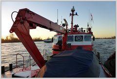 Düsseldorf - auf dem Feuerlöschboot auf dem Rhein
