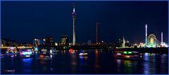 Düsseldorf - Auffahrt der Schiffe vor dem Feuerwerk