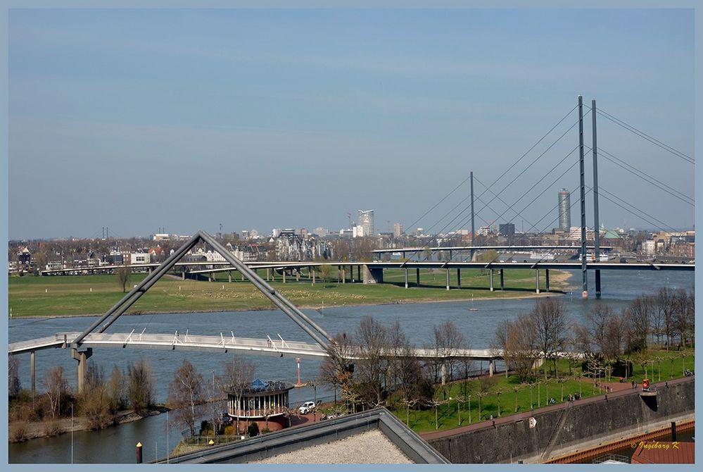 Düsseldorf - Blick vom Medienhafen auf Düsseldorf