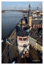 Düsseldorf - Blick vom Riesenrad auf den Schloßturm und das Altstadtufer