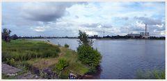 Düsseldorf - Blick von Oberkassel auf die andere Rheinseite -