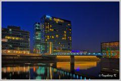 Düsseldorf - Das Hyatt nach Sonnenuntergang